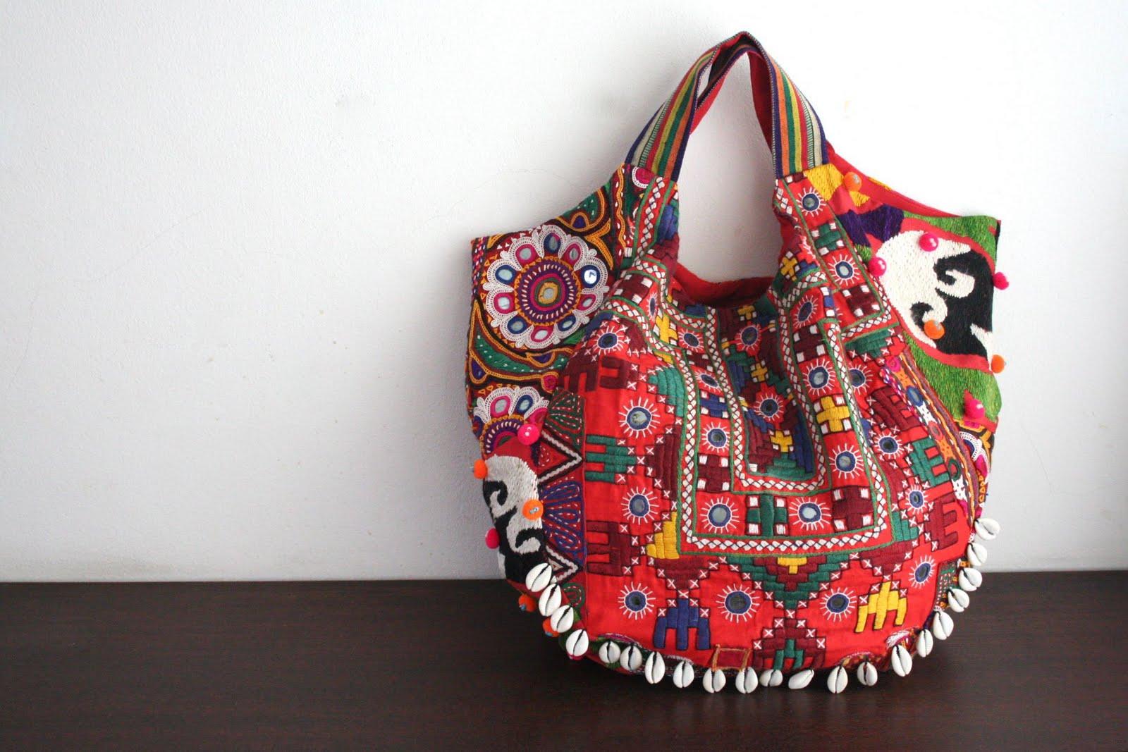 798083db1a Ethnic τσάντες  Η καλοκαιρινή τάση - Lady Secret